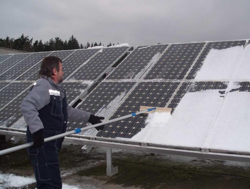 обслуживания солнечных батарей зимой