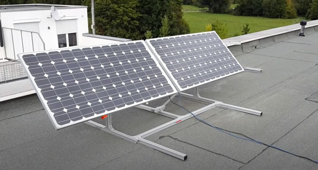 Установленные на крыше солнечные панели